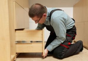 qual o salário de um montador de móveis sob medida